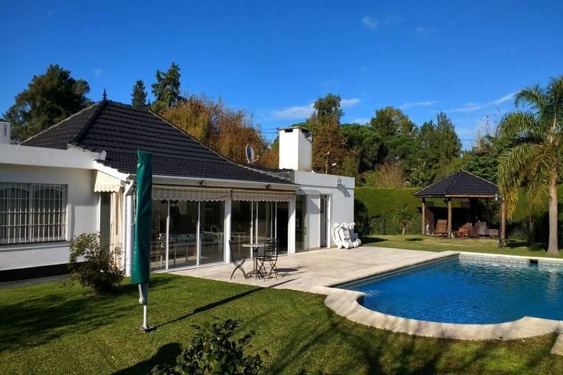 Berazategui,Buenos Aires,Argentina,3 Habitaciones Habitaciones,4 BañosBaños,Casas,626 ESQ. 528 ,2716