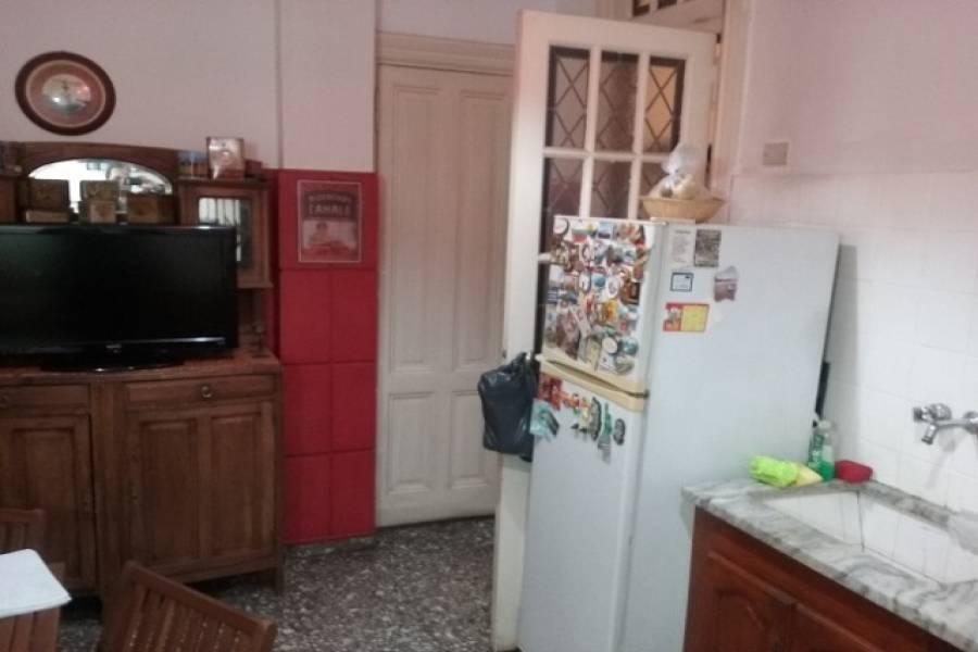 IMPERDIBLE! VEA MAS INFO...,4 Habitaciones Habitaciones,2 BañosBaños,PH Tipo Casa,Pasaje La Porteña,1260