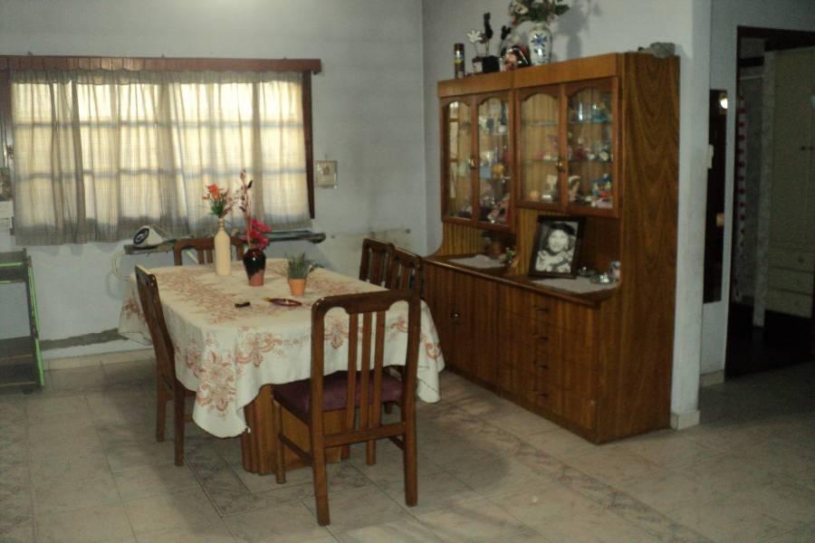 La Tablada,Buenos Aires,5 Habitaciones Habitaciones,3 BañosBaños,Casas,Bonifacio Ramos ,1383